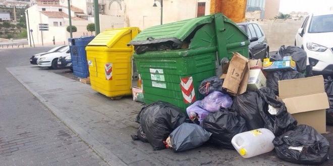 Medio Ambiente entrega a la oposición el documento del pliego de la basura