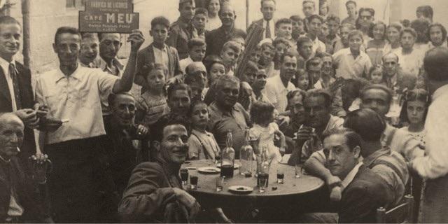 Un libro recoge la historia del Café Licor