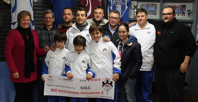 El CF Alcoy entega 1.350 euros a SOLC
