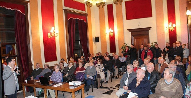 Reunión participativa para explicar la reforma de Entenza