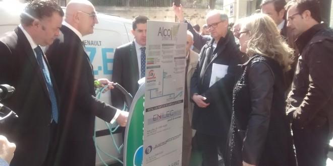 Alcoy pone en funcionamiento el primer cargador de coches eléctricos