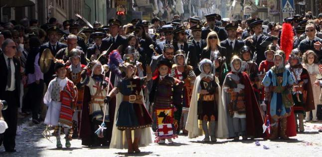 El Casal estudia un desfile histórico por los 50 años de la Gloria Infantil