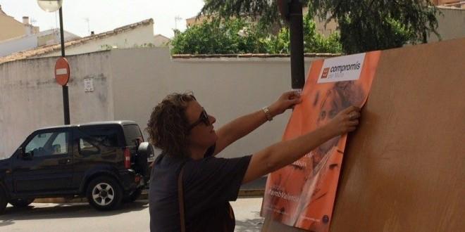 Pegada de carteles de Compromís en Muro tras las fiestas
