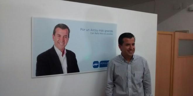 Rafa Miró pasa a la Diputación y cede su retribución a dos ediles