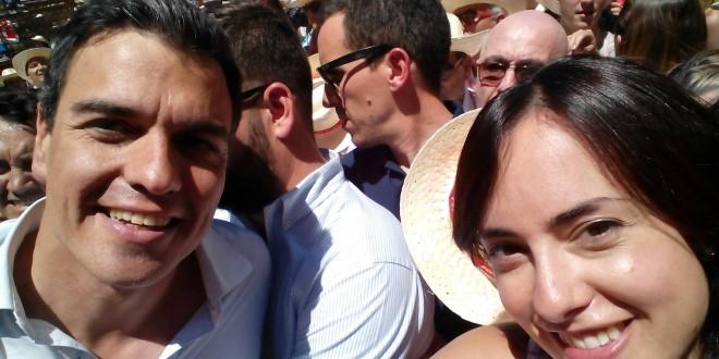 Mireia Estepa y los socialistas contestanos junto a Pedro Sánchez
