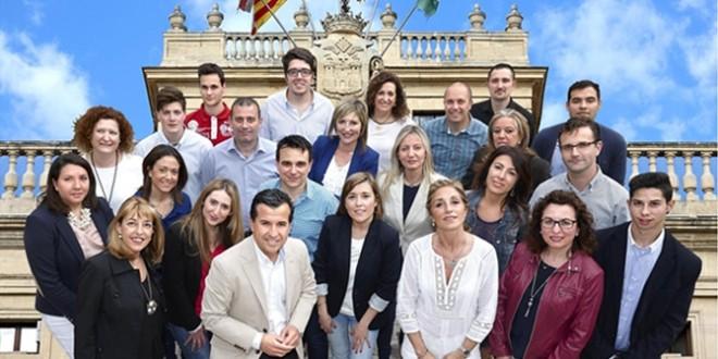 Foto de familia del PP junto a Rafa Miró