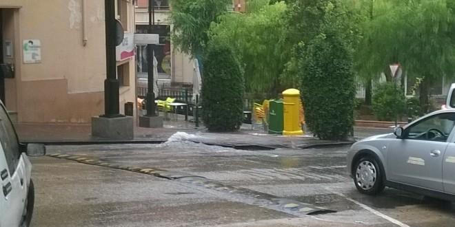 Las lluvias torrenciales anegan algunas calles de Alcoy
