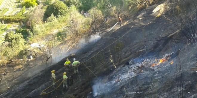 Un incendio calcina una hectárea cerca del Hogar de ancianos San José