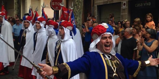 La filà Bequeteros de Cocentaina toma las calles de Mataró