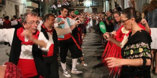 Benilloba revive la tradición de Les Danses