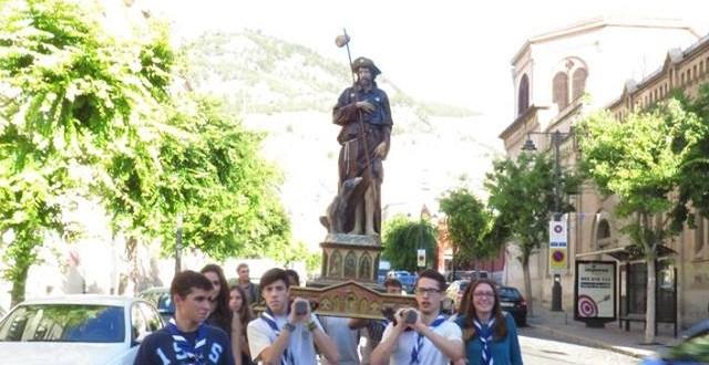 Centenares de farolets acompañan a San Roque