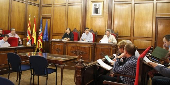 El CES propone campañas para impulsar el comercio local