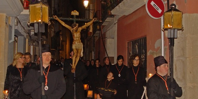 Tradición y fervor se fusionan en el Santo Entierro de Cocentaina