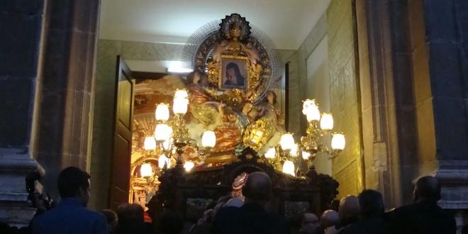 Solemnidad al paso de la Mare de Déu en la procesión