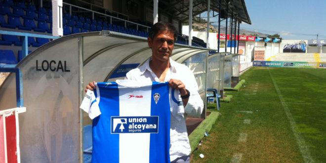 El Alcoyano presenta a Toni Seligrat como nuevo entrenador