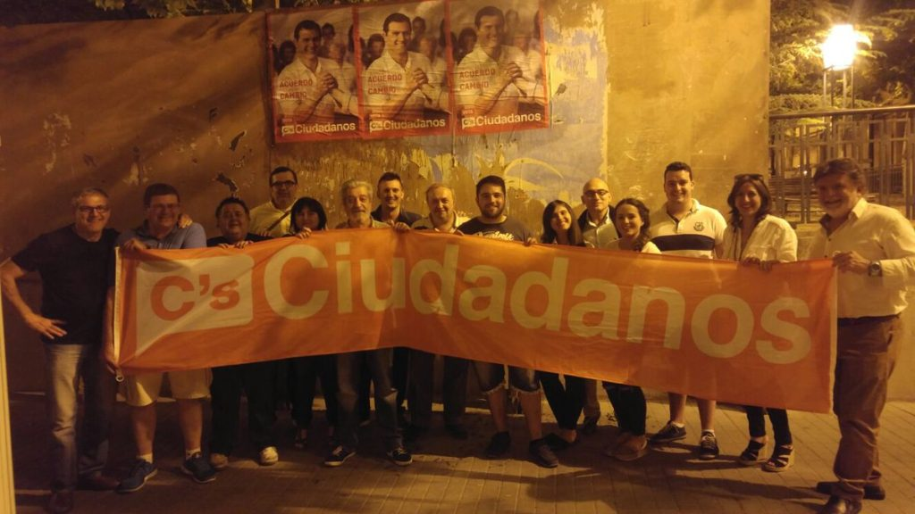 Ciudadanos pegó sus carteles en Cervantes