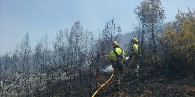 Estabilizado el fuego de Mariola en Bocairent tras calcinar 10 hectáreas