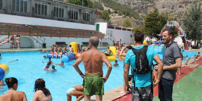 Afluencia a las piscinas municipales en el Día de Mayores