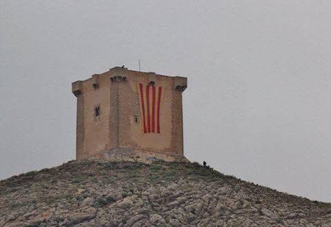 El PP pide que la cuatribarrada no cuelgue del castillo en el 9 d´octubre