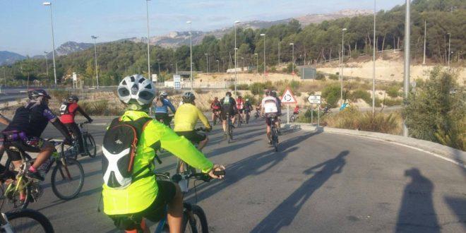 Más de 140 ciclistas en 'Amb bici per la Vía Verda'