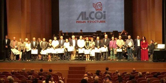Alcoy reconoce a Joan Valls y las Asociaciones de Vecinos en el 9 d´Octubre