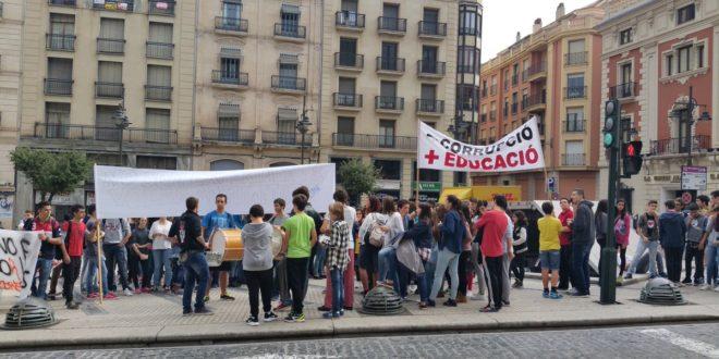 Los estudiantes se concentran contra la LOMCE