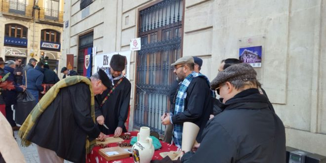 Visita de 'La Castanyera' a Alcoy