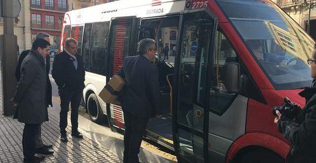 Un autobús lanzadera y dos líneas especiales para fiestas