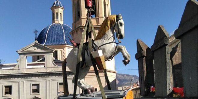 El Caballo de Sant Jordiet llega al Castillo de Fiestas