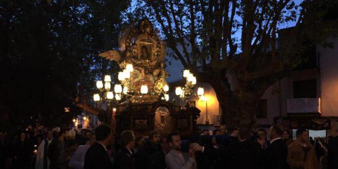 El fervor acompaña a la Mareta en la procesión solemne