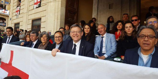 Ximo Puig preside una tribuna con amplia representación institucional