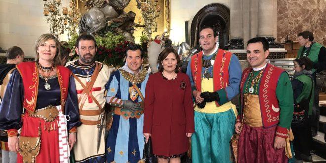 Isabel Bonig visitó Alcoy el día de San Jorge