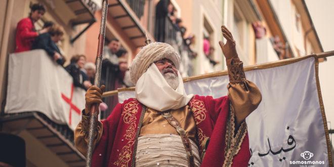 Las huestes de la media luna despliegan su exotismo en las calles de Alcoy