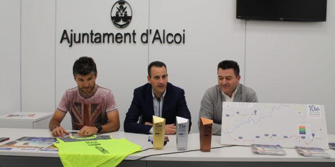 La 10K Alcoy presenta la camiseta oficial y los trofeos