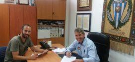 Álvaro renueva una temporada con el Alcoyano
