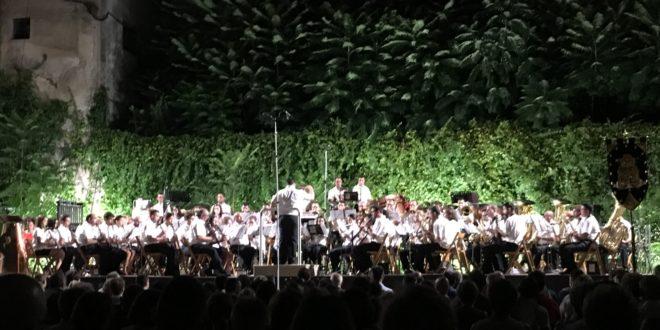El Ateneu Musical inunda el Palau Comtal de música festera