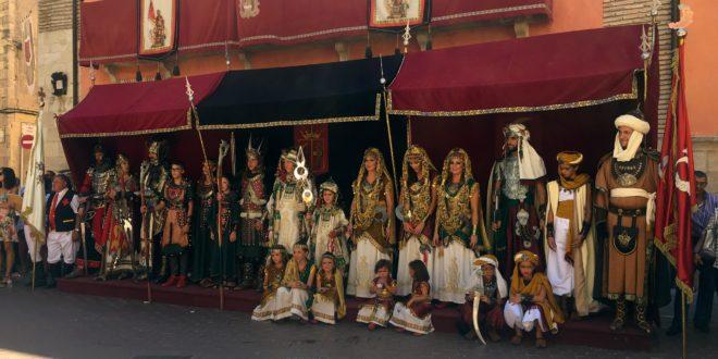 Los Cargos reciben el homenaje de la Festa