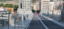 Comienza la instalación de los bolardos en el Pont de Sant Jordi