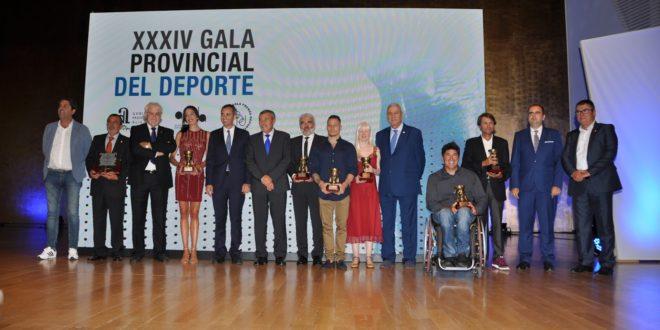 Néstor Abad recibe el premio de mejor deportista de la provincia