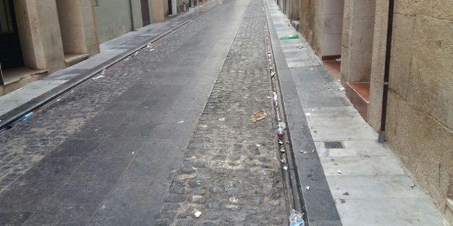 Compromís denuncia falta de limpieza en las calles de Alcoy tras el Mig Any