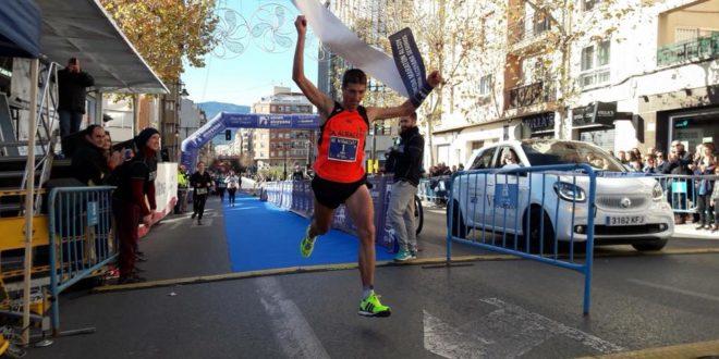 Andrés Micó vuelve a conquistar la Media Maratón de Alcoy