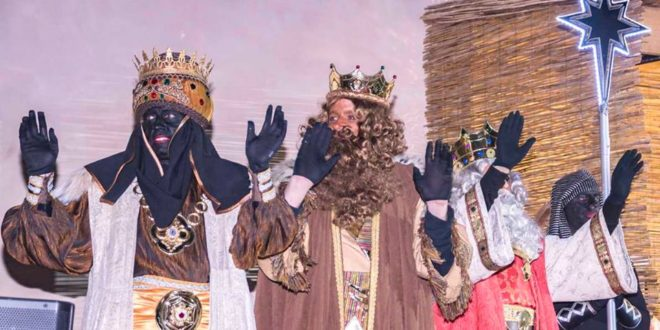 Los Magos de Oriente repartieron afecto y regalos en Cocentaina