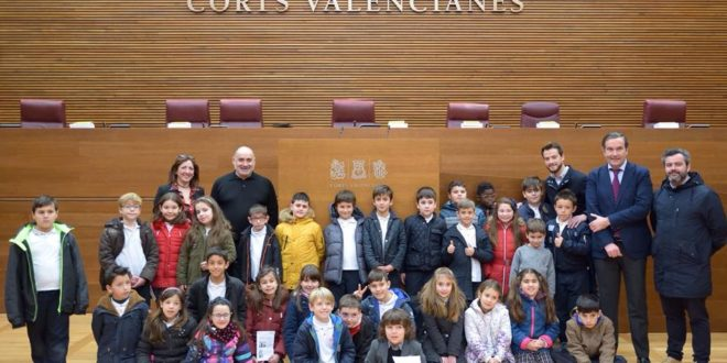Sant Jordiet visita Les Corts Valencianes