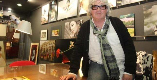 Paco Grau dona al Casal su archivo fotográfico de la Festa