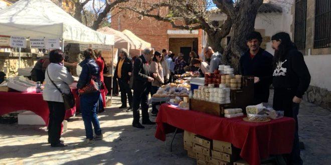 Benilloba abre las puertas de su 'Mercat de Divendres Sant'