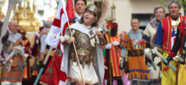 Sant Jordiet recibe el cariño de todo Alcoy