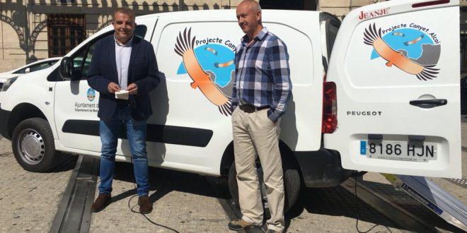 Un vehículo reforzará el transporte de alimentos a los buitres de Mariola