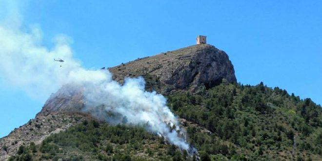 Controlado un incendio a las faldas del Castell de Cocentaina