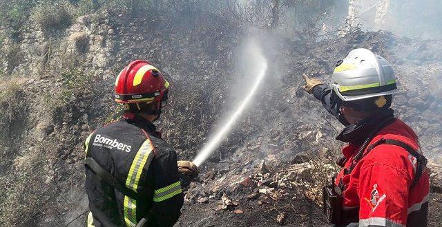 Un incendio arrasa tres mil metros cuadrados de matorral en El Molinar