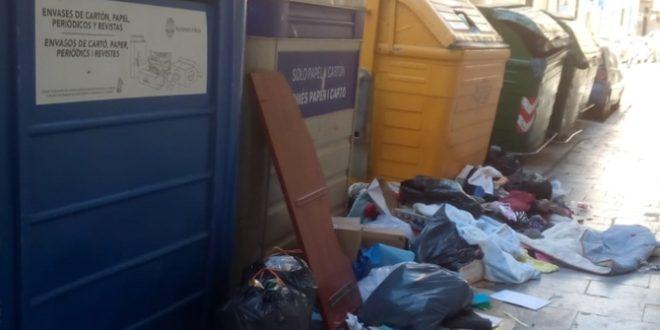 Ciudadanos denuncia la acumulación de basura en el Centro de Alcoy